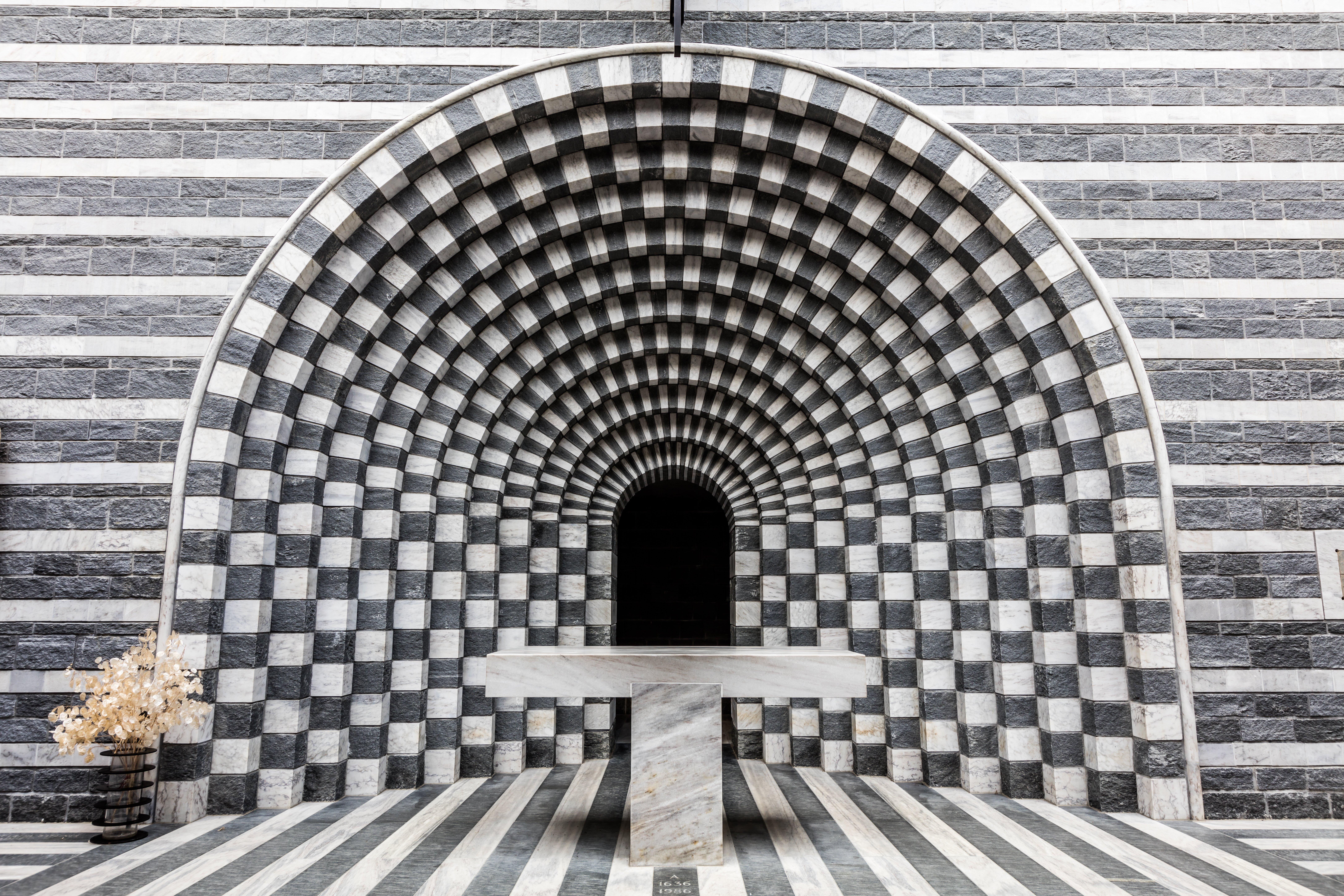 07-Chiesa San Giovanni Battista - Mogno - Val Lavizzara - 2 (© Ascona-Locarno Tourism - foto Alessio Pizzicannella).jpg
